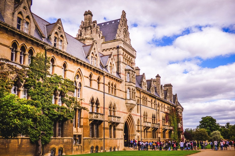 Applying for Oxbridge: Sorting Myth from Reality